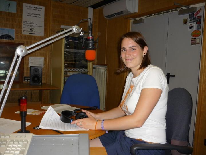 Verena für's Campusradio Mainz im Studio bei Radio Rheinwelle in Wiesbaden im Sommersemester 2011.